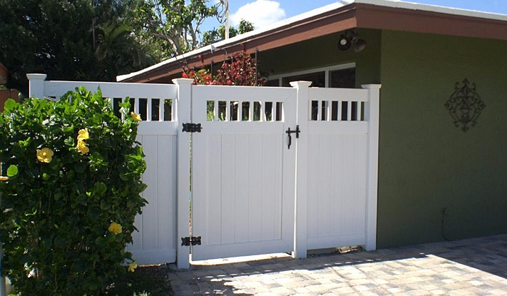 PVC-Vinyl Fence with Gate